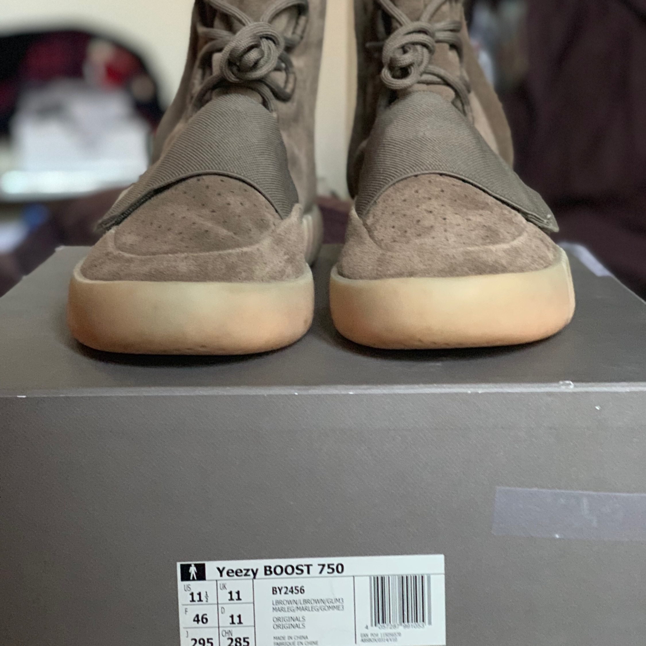 fb4b6afd8e5a2 Yeezy Boost 750 Chocolate. US 12