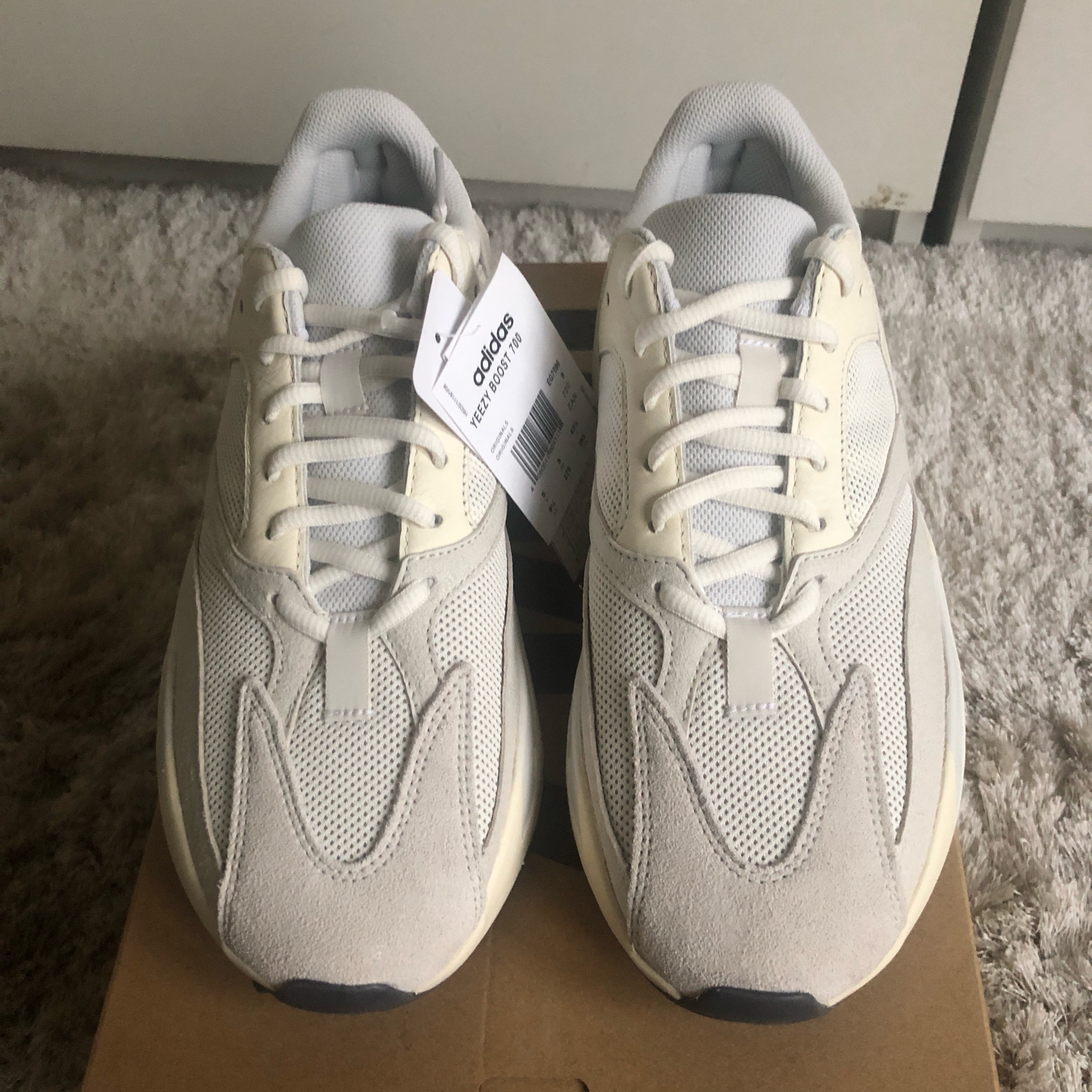 **Steal**Yeezy 700 Analog