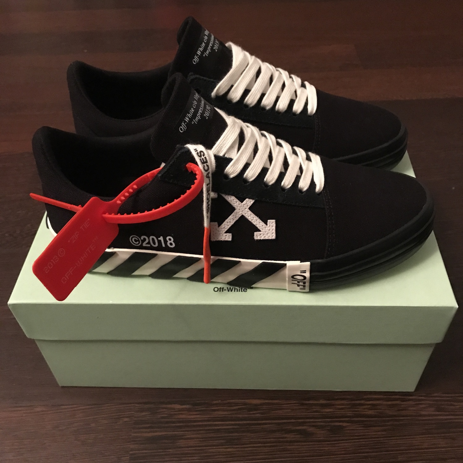 Off-White Vulcanized Low Black Sneakers