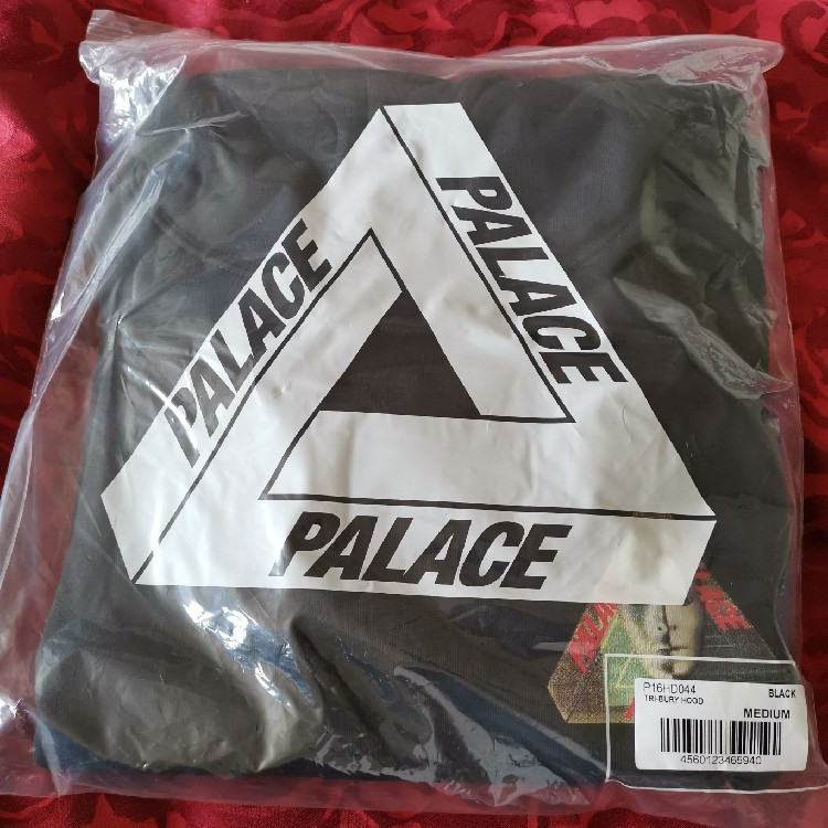 Palace Tri-Bury Hood Black - Size M *IN HAND*