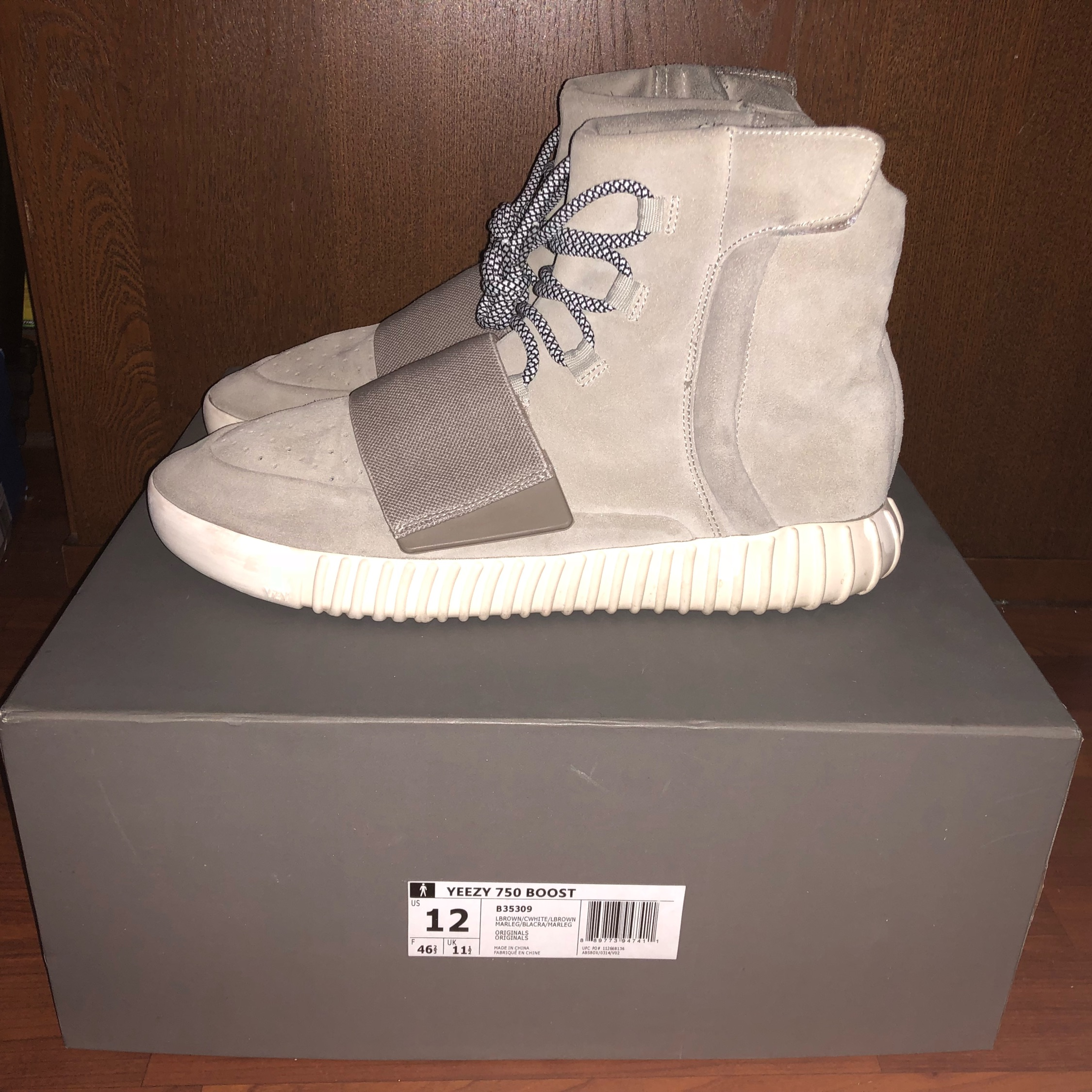 official photos 91528 31ac4 Yeezy 750 Boost Og