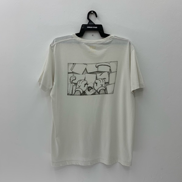 Kaws X Uniqlo T Shirt Single Pocket Nice Design