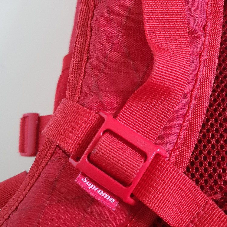 FW18 Supreme red backpack 3M reflective logo 24L water and abrasion resistant