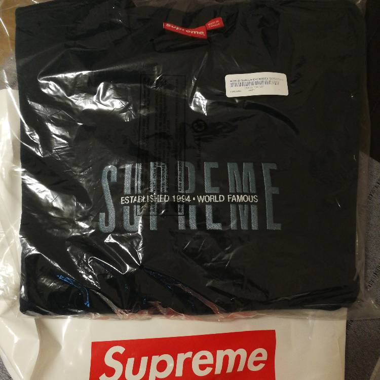 SUPREME WORLD FAMOUS CREWNECK SWEATSHIRT
