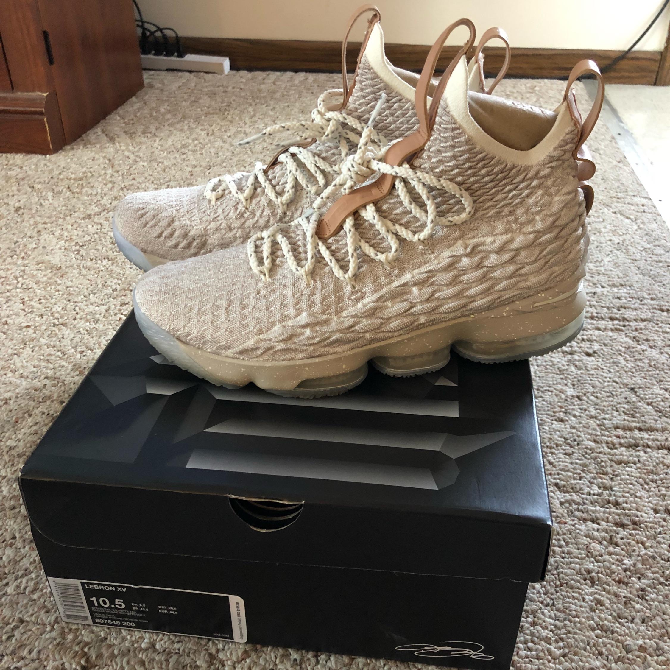 size 40 9215f 5952c Mens Nike Lebron 15 'Ghost' Colorway