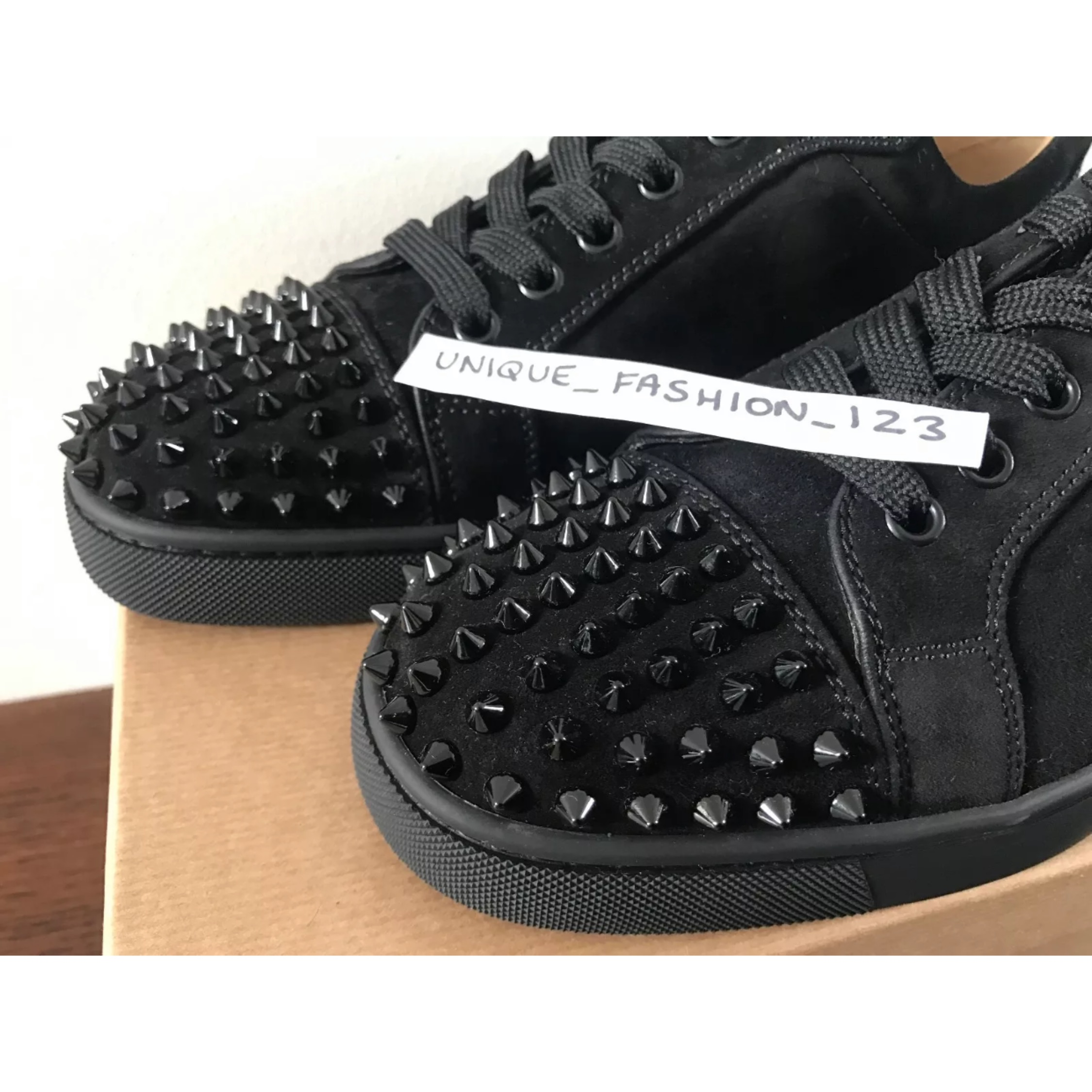 buy online 2b096 4df2a Christian Louboutin Louis Junior Spikes Velour