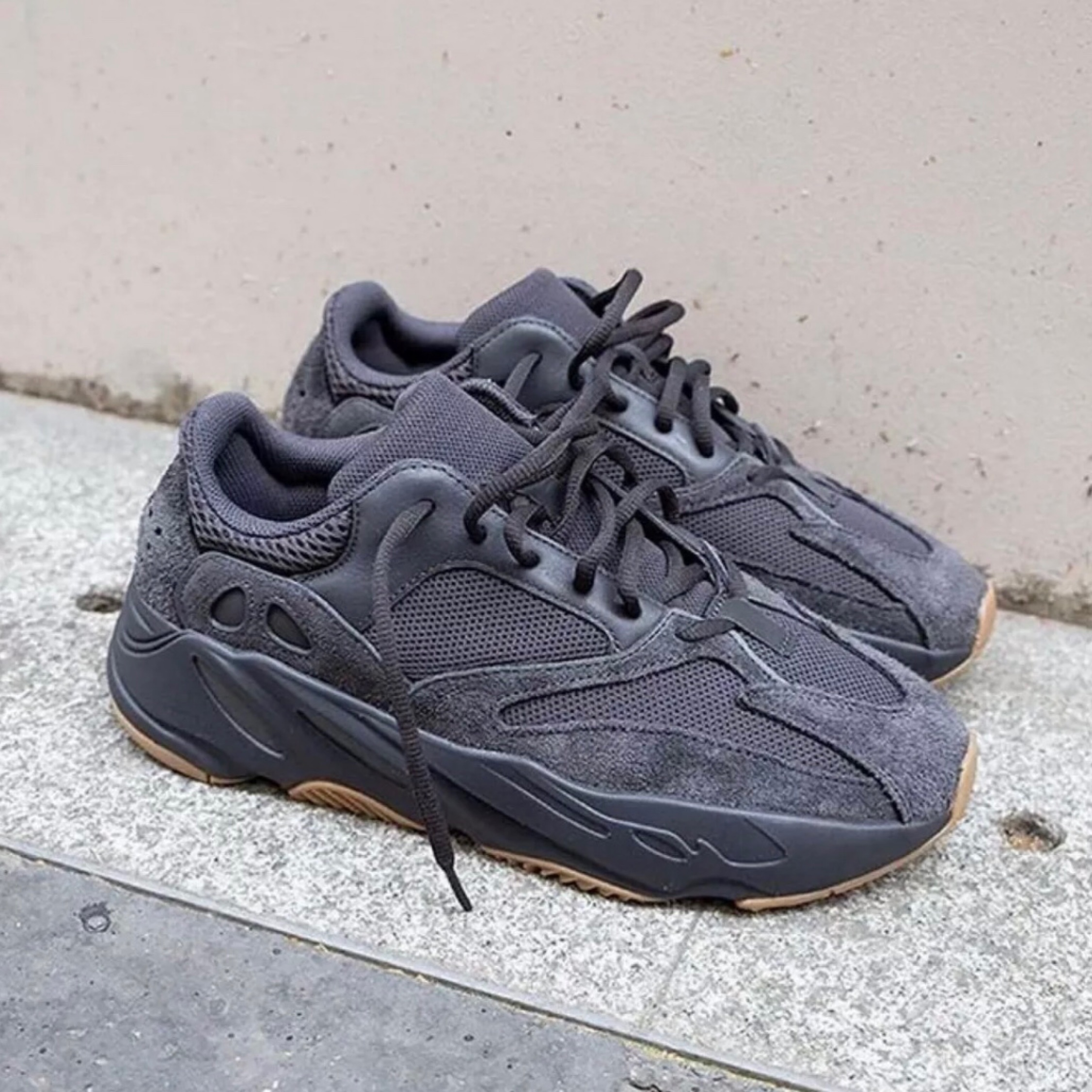 online store acf61 a6ab2 Adidas Yeezy Boost 700 Utility Black Uk 9.5 Fits 9