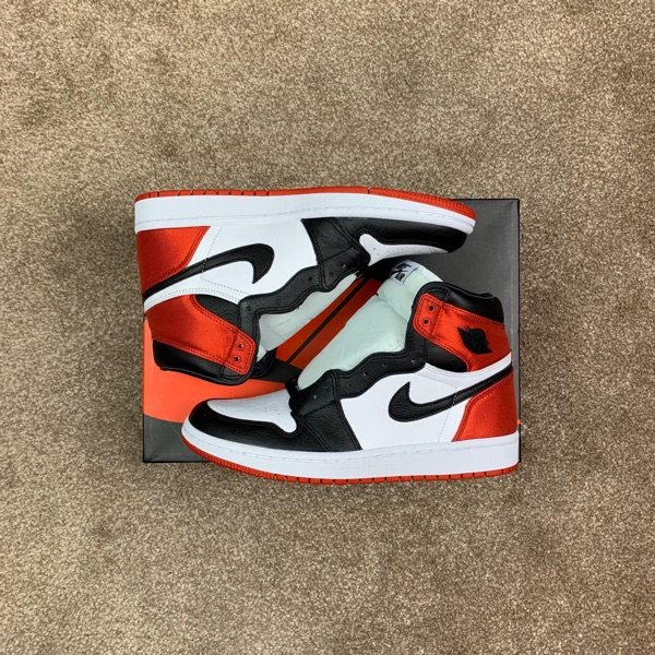 Jordan 1 Retro High Satin Black Toe (Uk 5.5)
