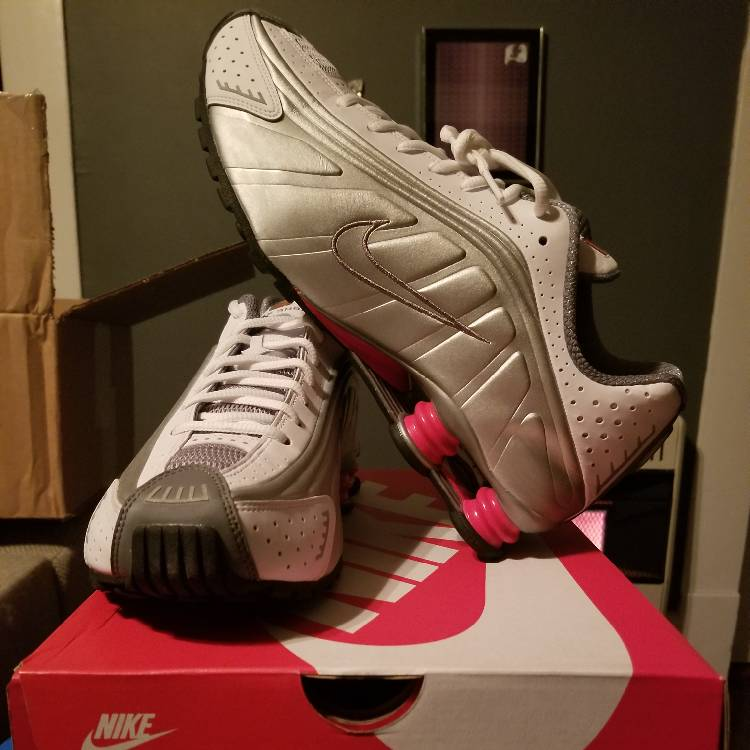 reputable site ac0e4 2d59c 2018 Nike Shox R4 White Silver Comet Red Sz 11 DS