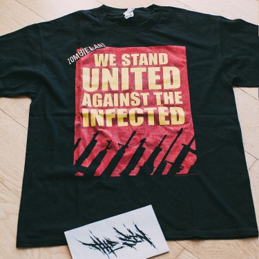 """Zombieland """"We Stay United Against the Infected"""" 2010 Movie Promo T-Shirt"""