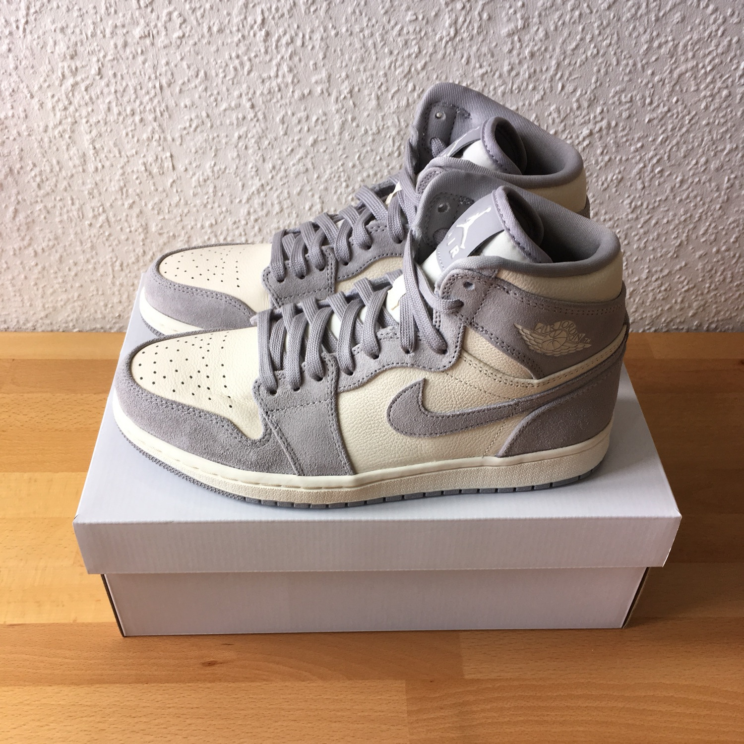 super specials buy popular stores Air Jordan 1 Pale Ivory Grey / White Wmns Us9