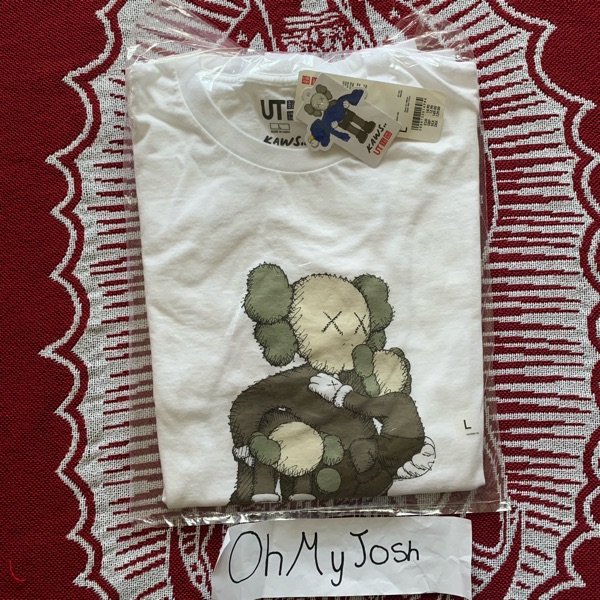 Kaws X Uniqlo Clean Slate