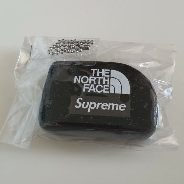 SS20 Supreme x The North Face Floating keychain