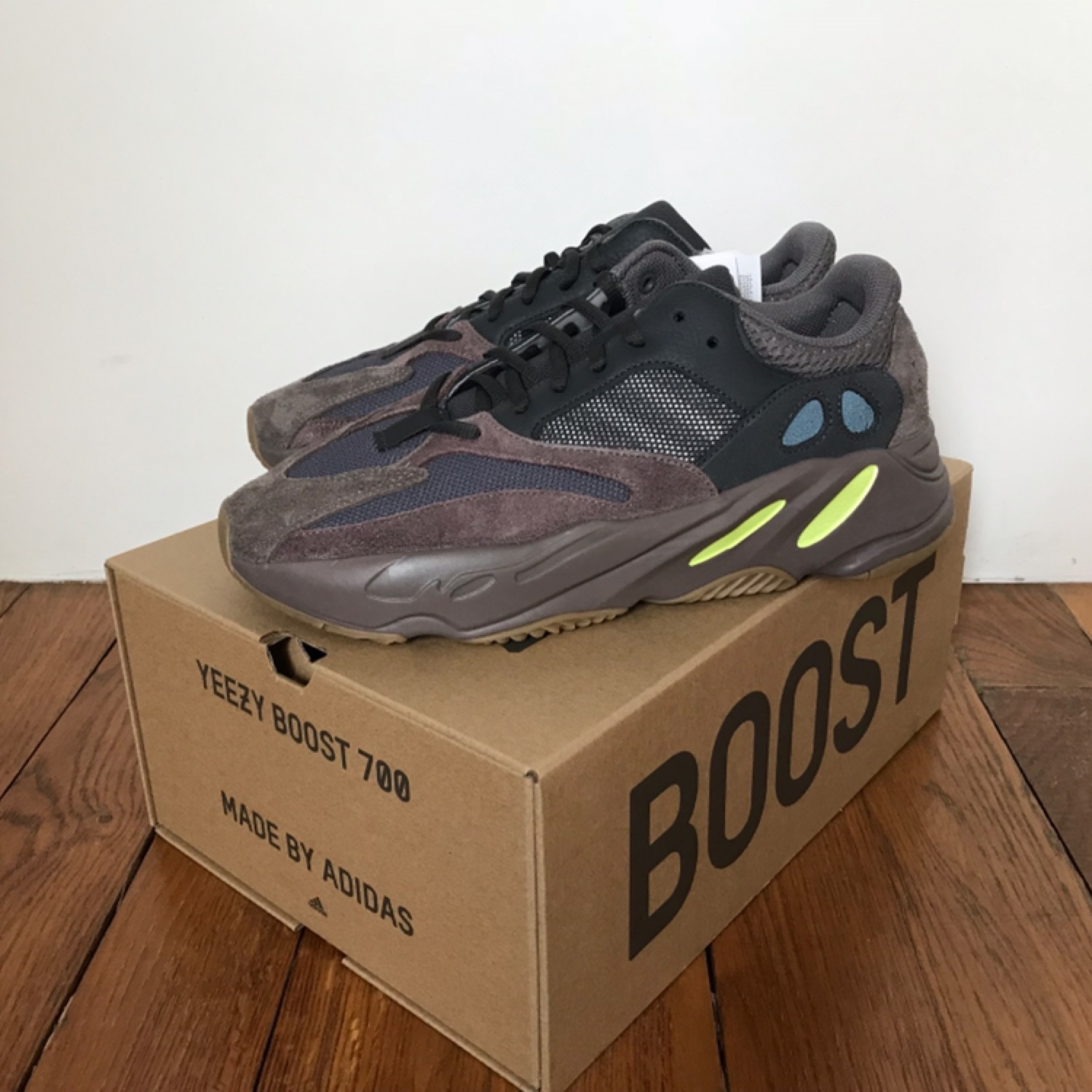 finest selection a3785 9418f Yeezy Boost 700 Mauve (Ds)