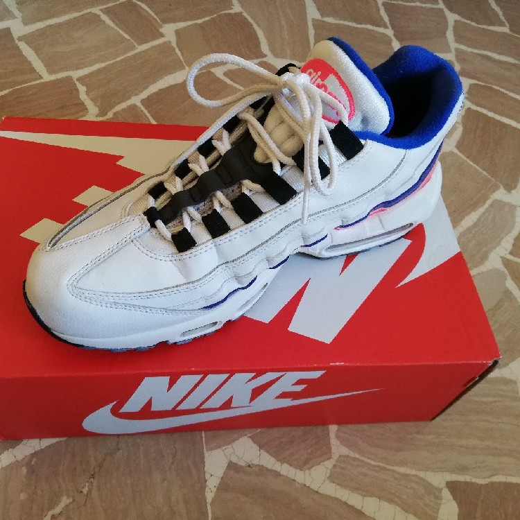 buy online 5a8ce f53dc Nike Air Max 95 Essential 2018