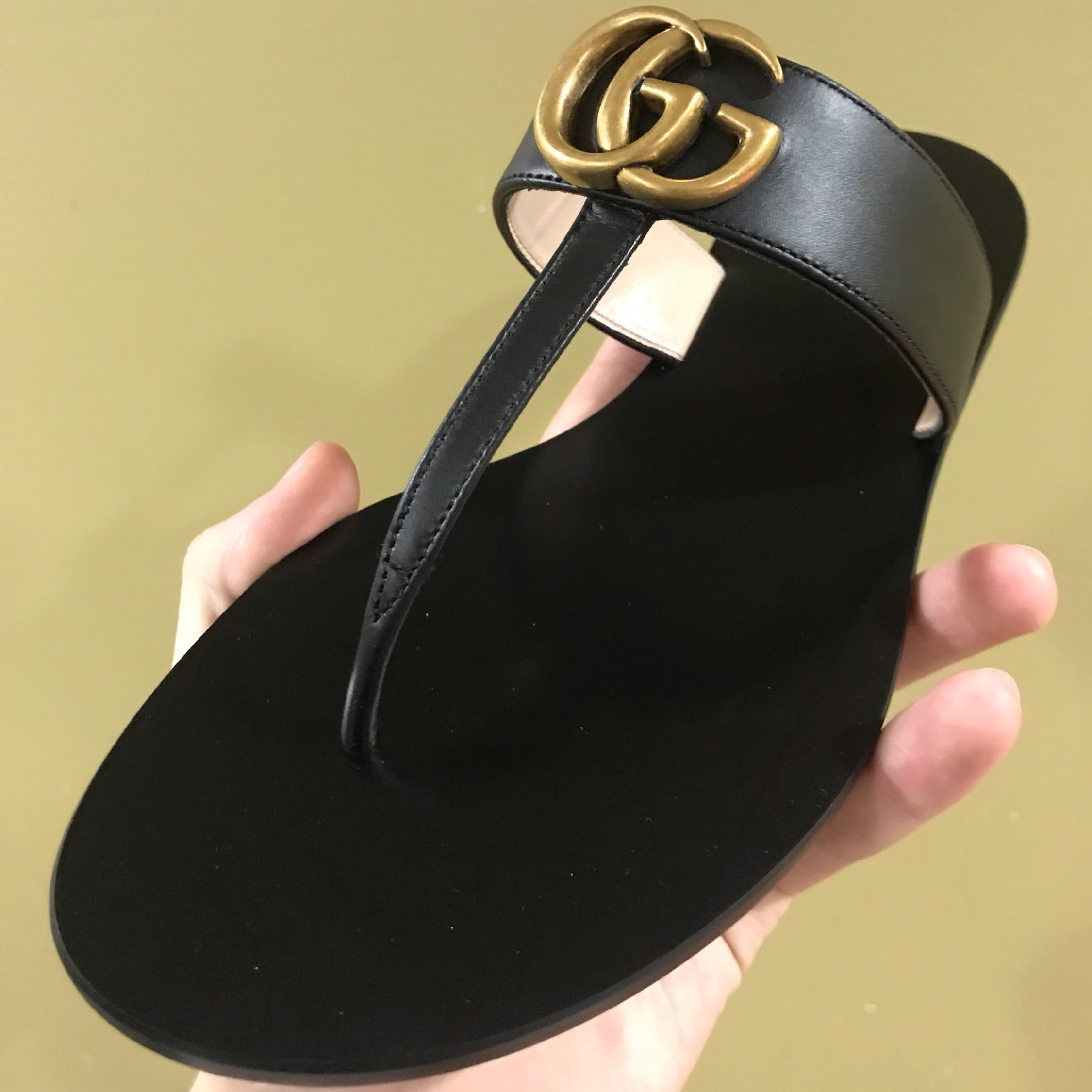 f733d7e92f Gucci Leather Thong Sandal With Double G (Trades)