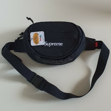 FW18 Supreme black waist  bag