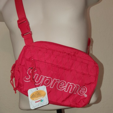 FW18 Supreme shoulder bag