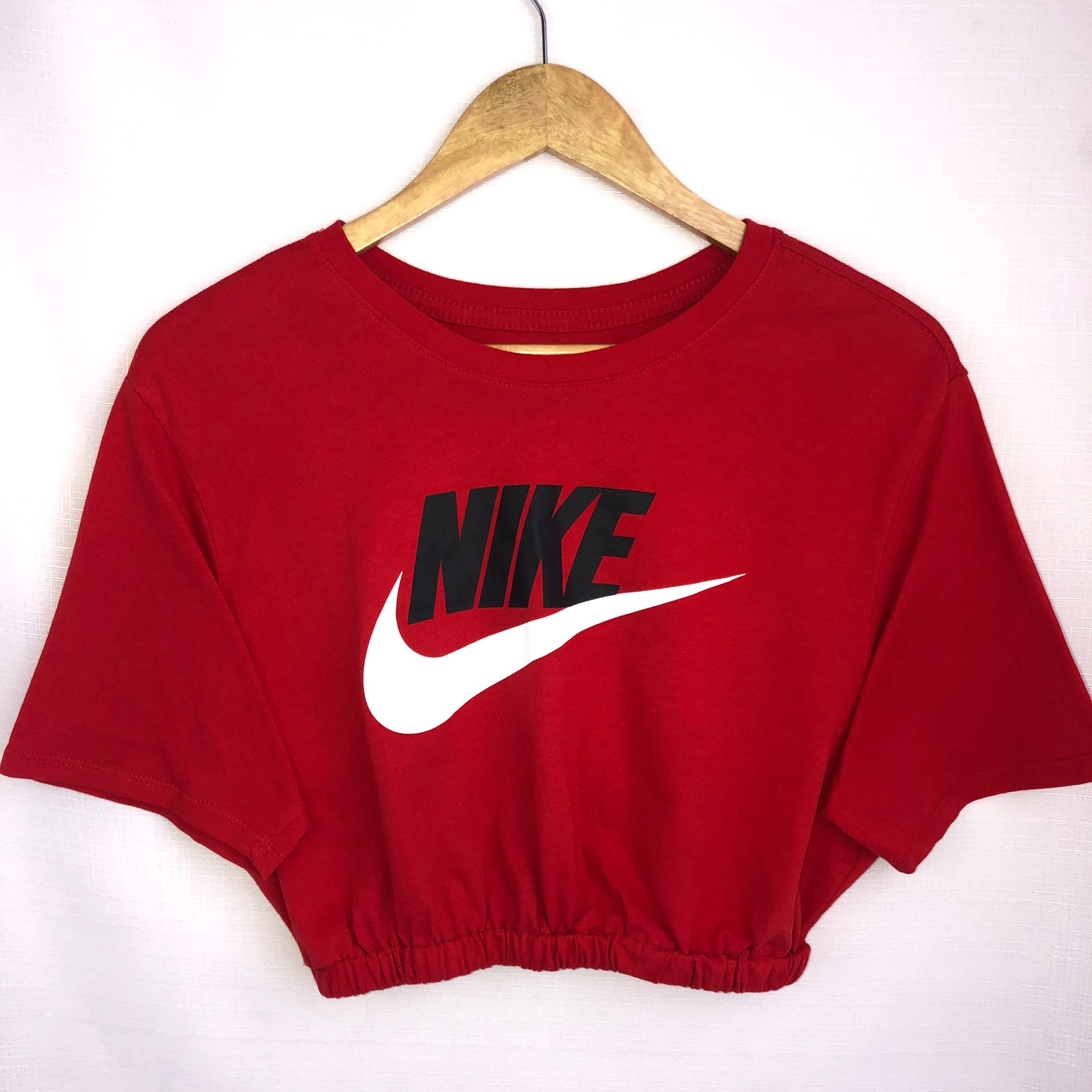 red nike top