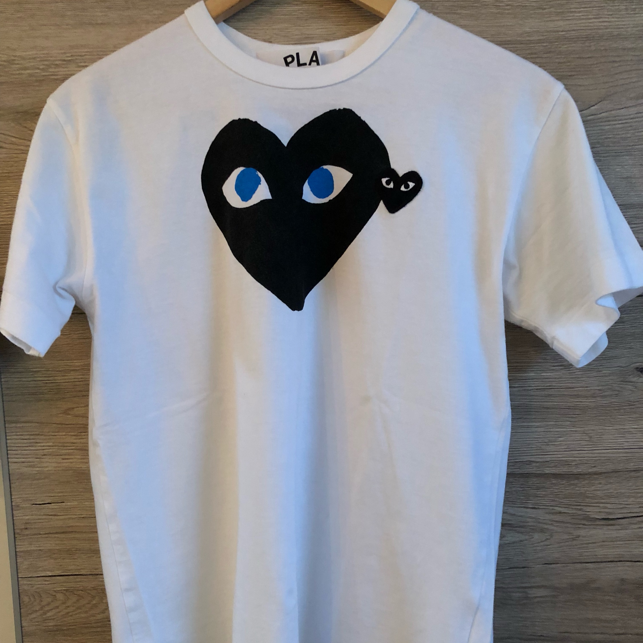 in vendita 30763 84cdc Comme Des Garcons Play T Shirt Heart Print