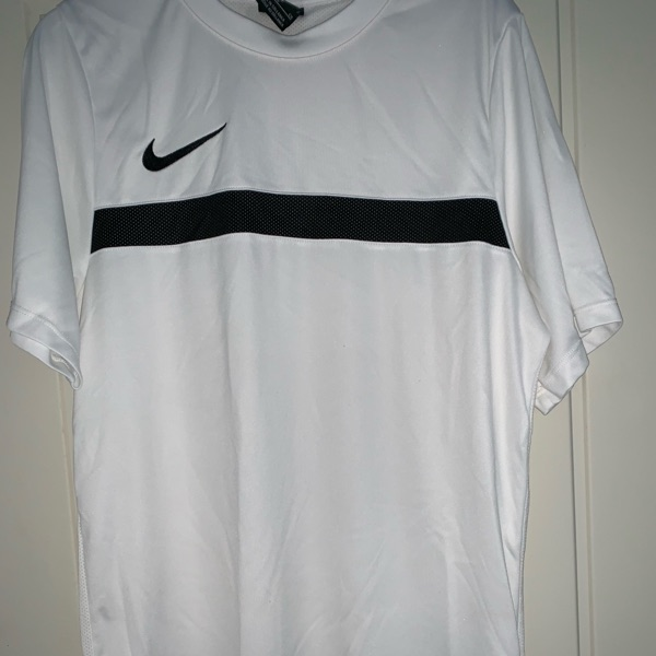 2 Nike Training Tops