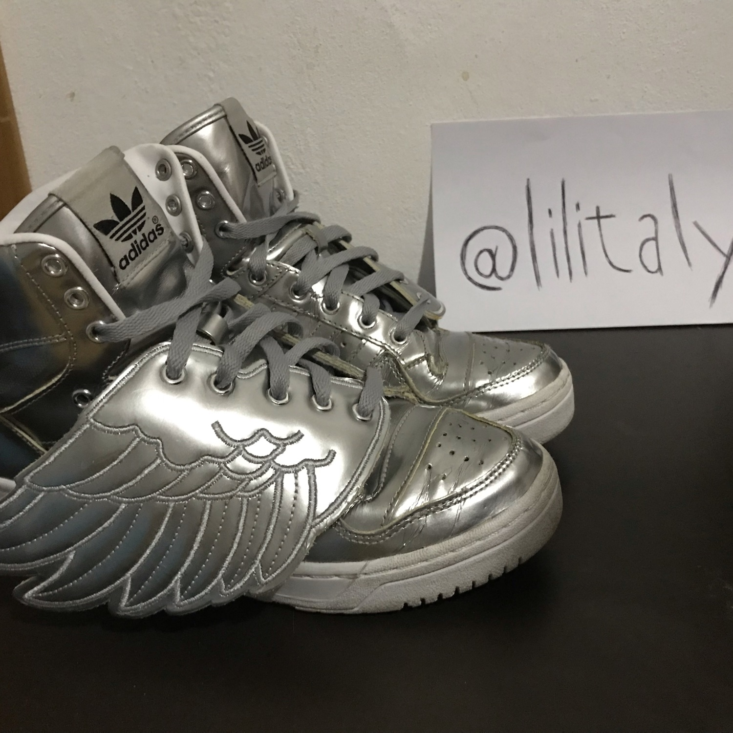Preowned Jeremy Scott X Adidas Africa edition shoe Size 11 US