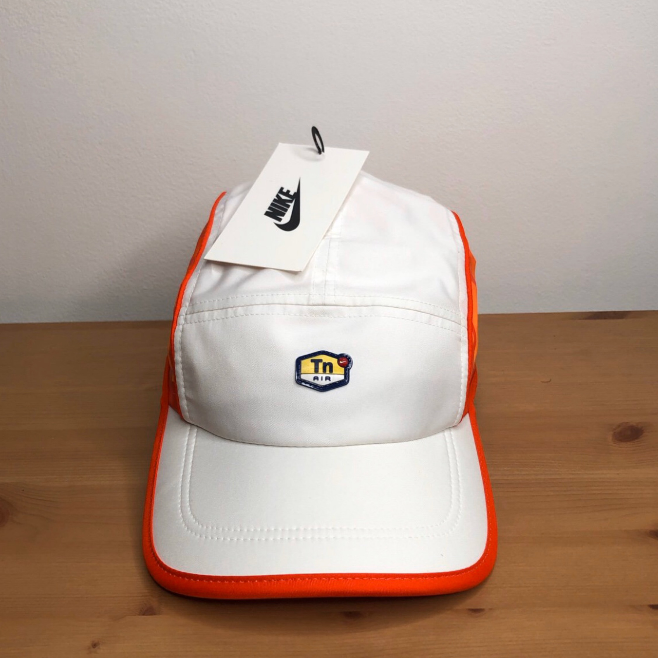 NIKE NIKELAB AW84 TN AIR FEATHERLIGHT ADJUSTABLE HAT CAP WHITE ORANGE CD6330-100