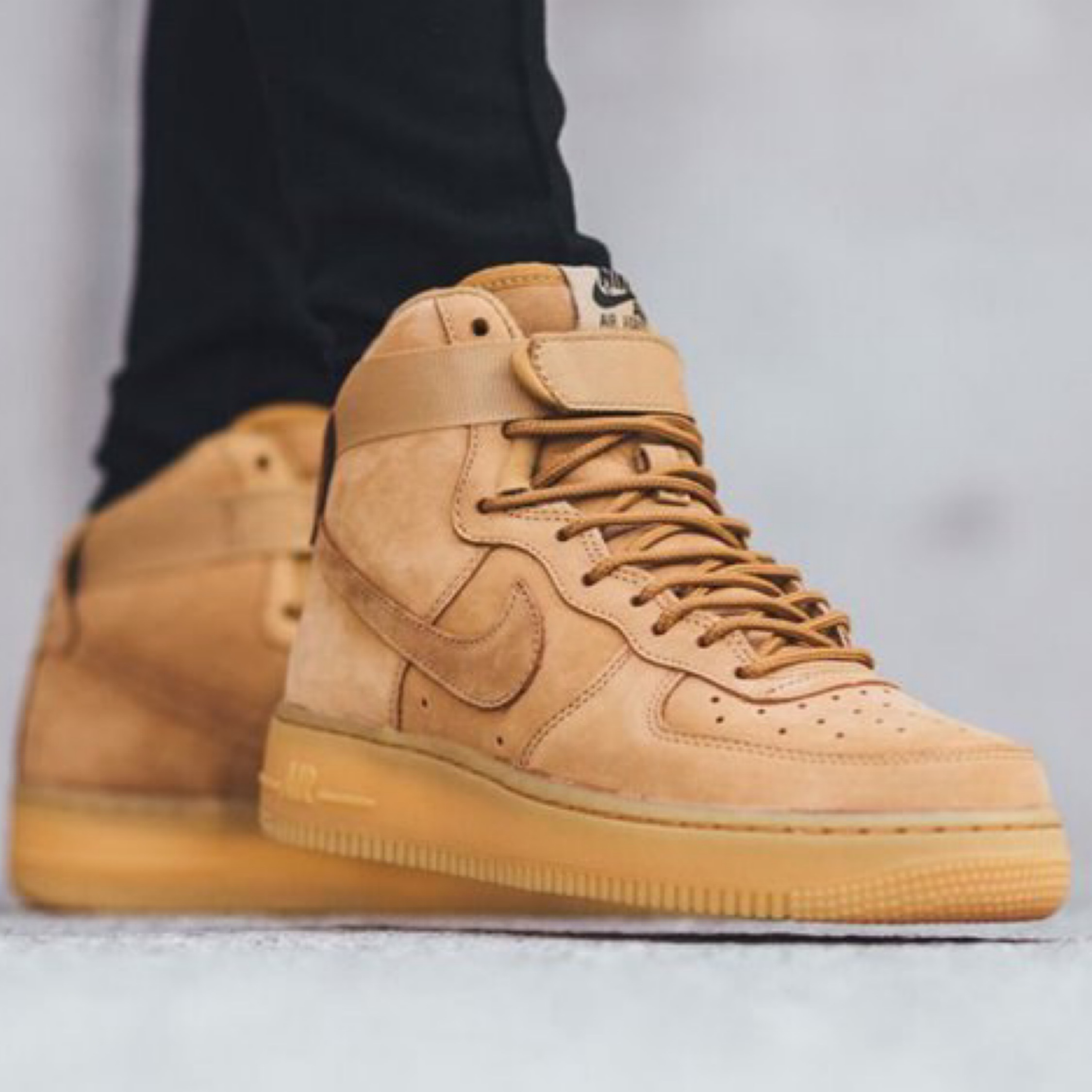 Arne Florecer Labor  Nike Air Force 1 High Wheat