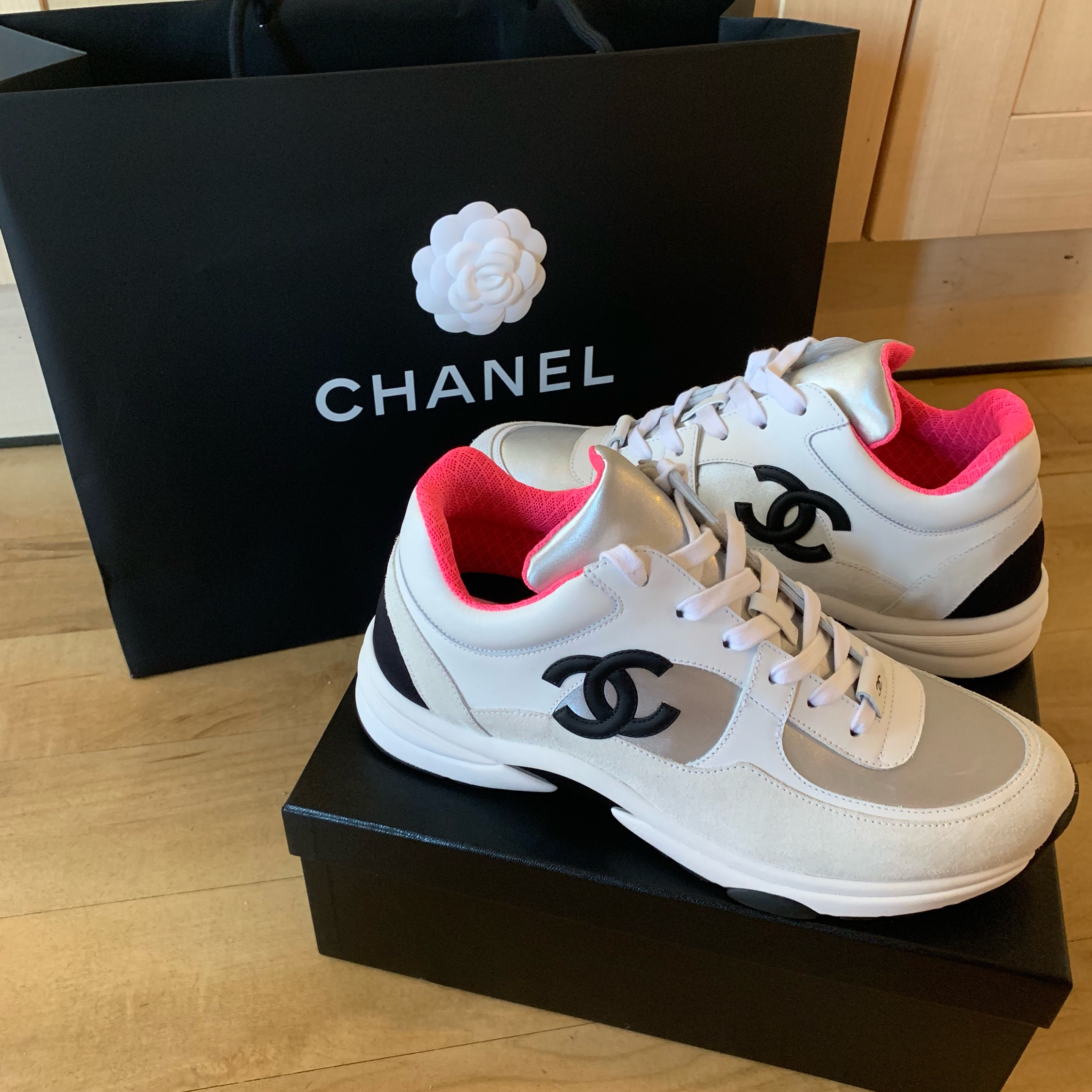 Chanel Cc Logo Sneaker White And Pink