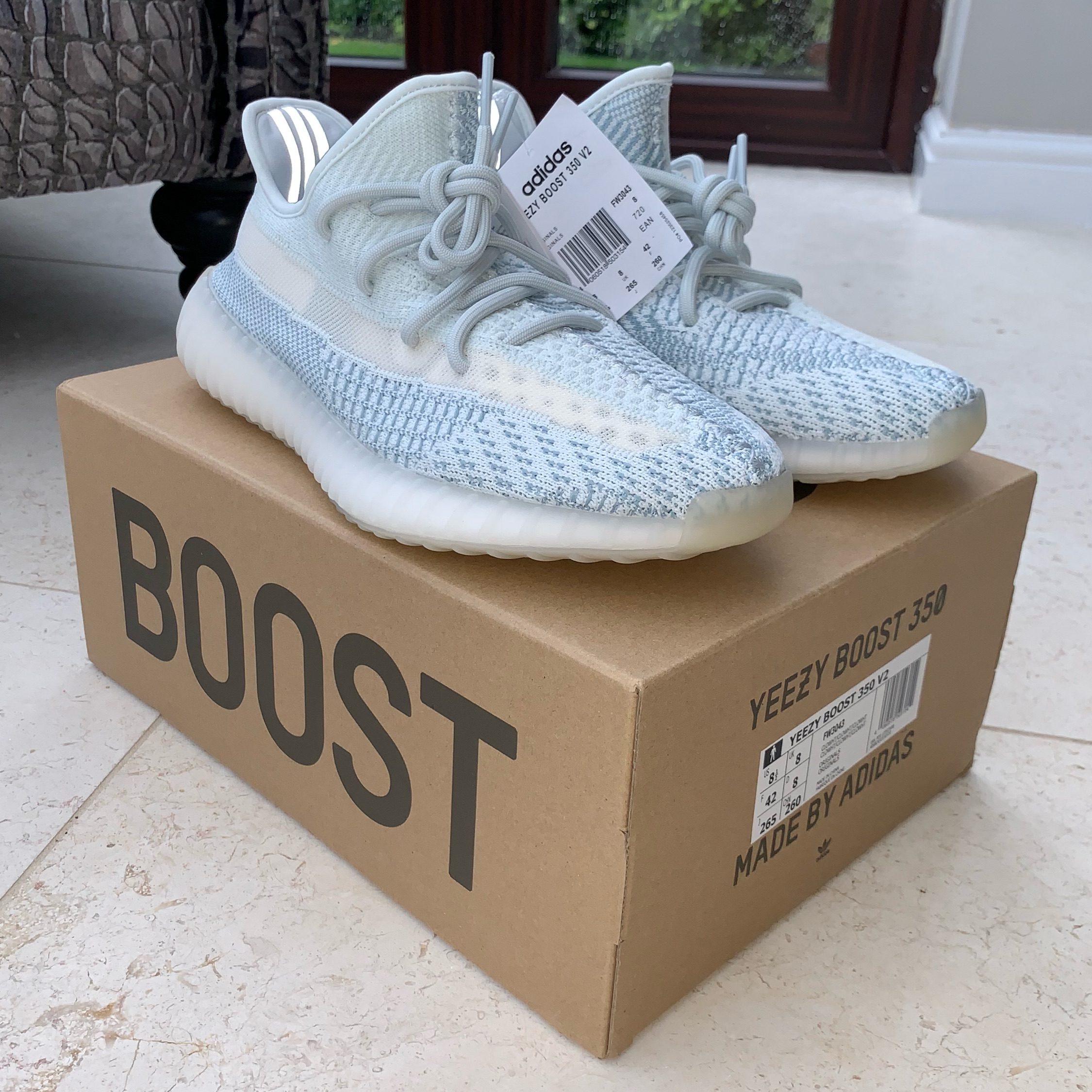 YEEZY BOOST 350 V2 CLOUD WHITE in
