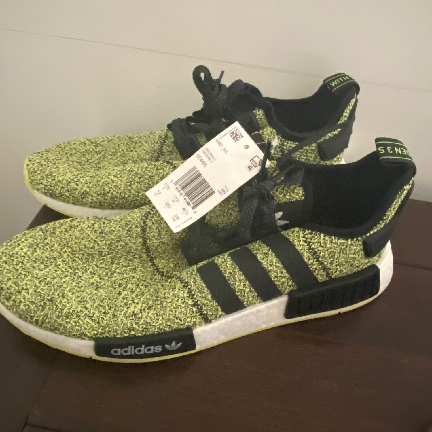 adidas Originals NMD R1 Shoes Men/'s Black Yellow White EE4400 Size 9.5