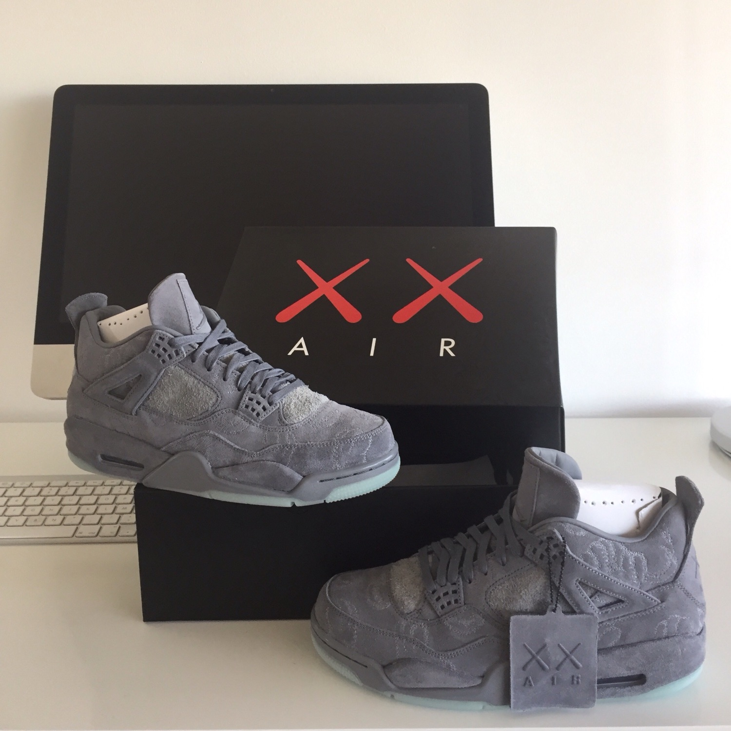 buy popular 11ce7 3f2ed Nike Air Jordan 4 X Kaws