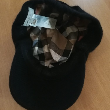 Gorgeous Burberry Cap In Cashmere