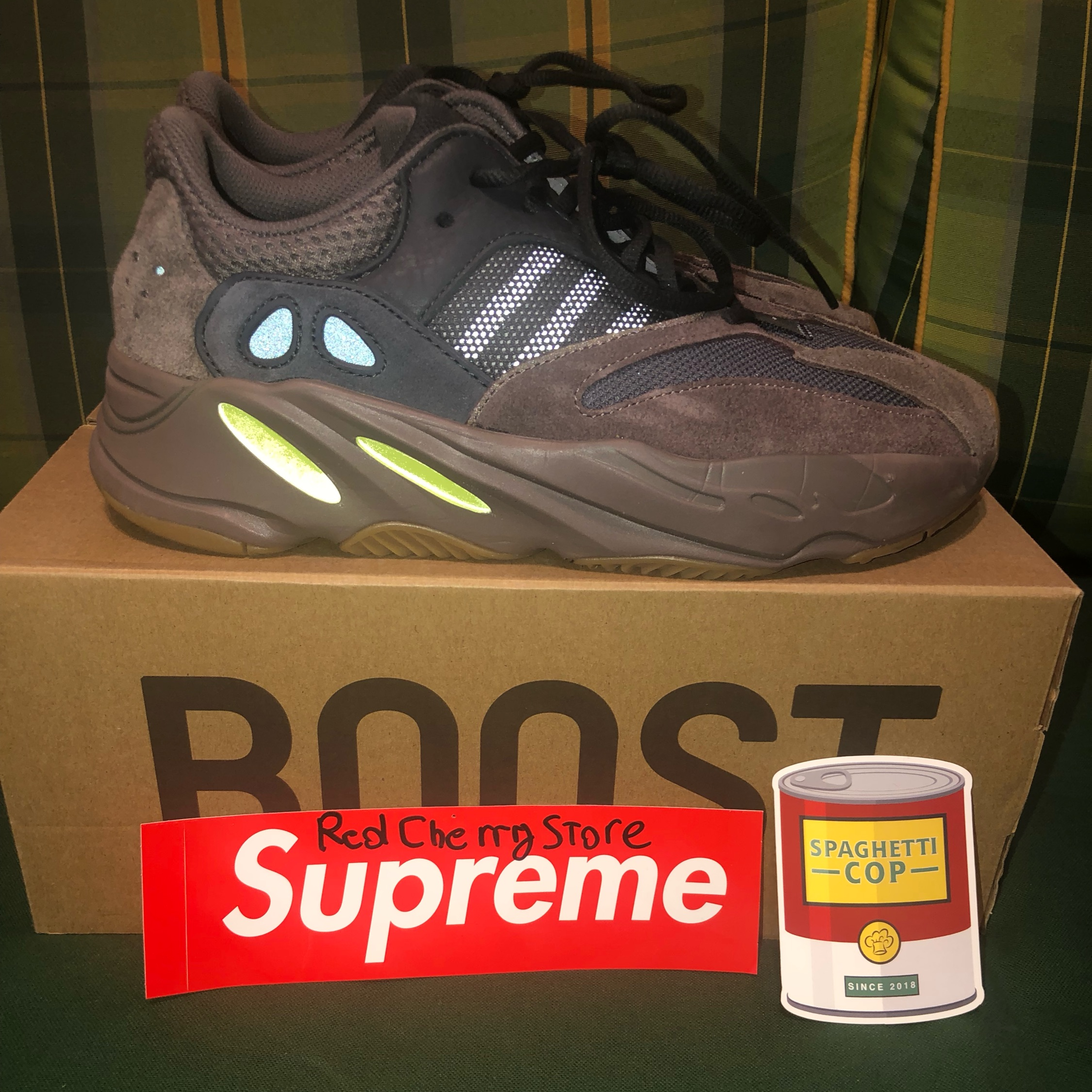 free shipping 5f195 6f75d Yeezy 700 Mauve Under Retail