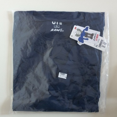 Kaws x Uniqlo All Over Holiday Print tee Size XL