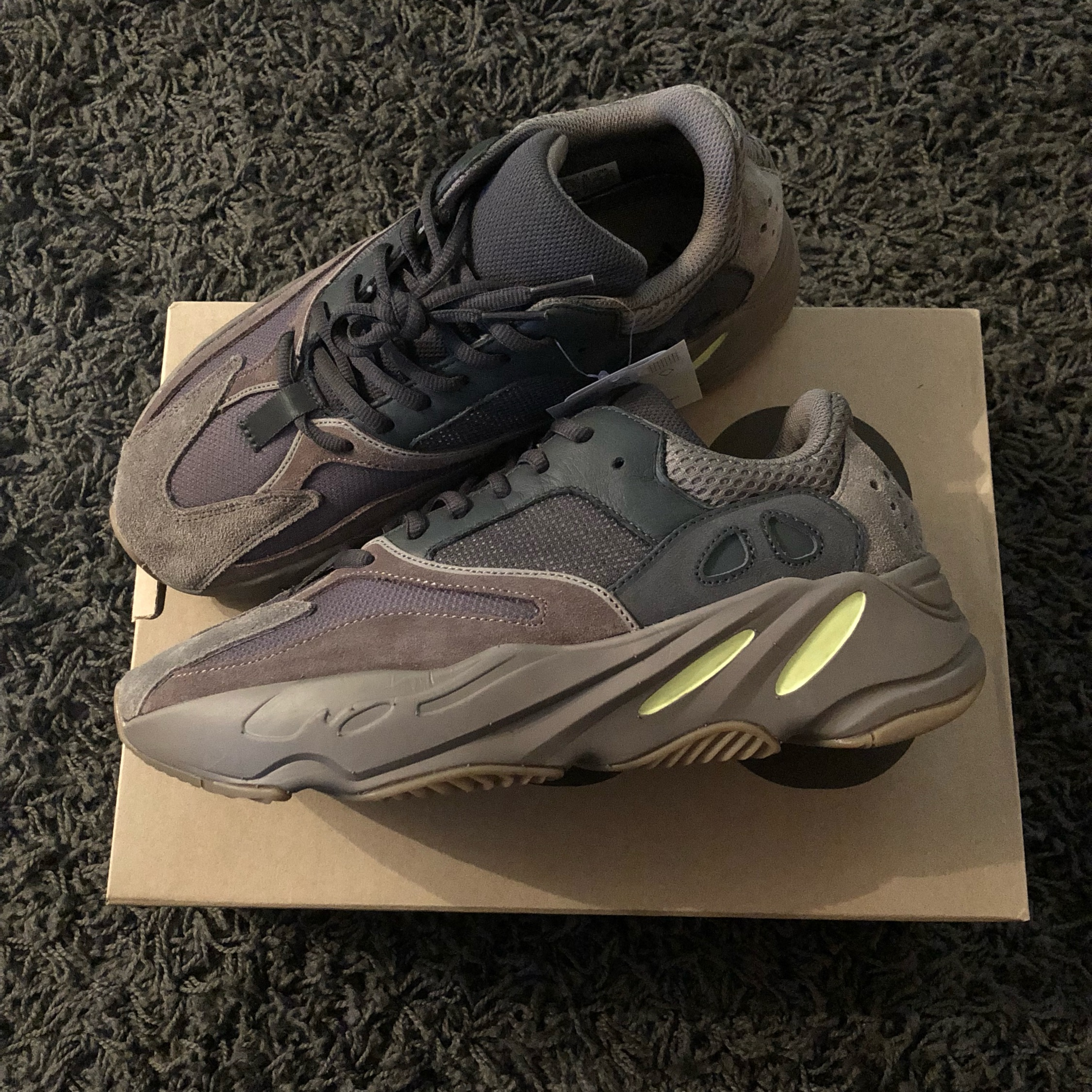 buy popular 8db78 ab949 Adidas Yeezy 700 Mauve Us8