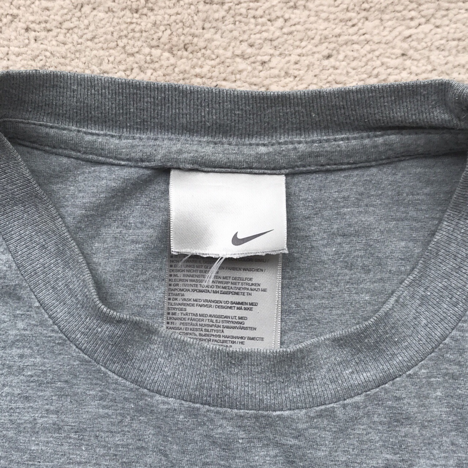 f53f6eb55 Vintage Nike T-Shirt In Grey And Xs