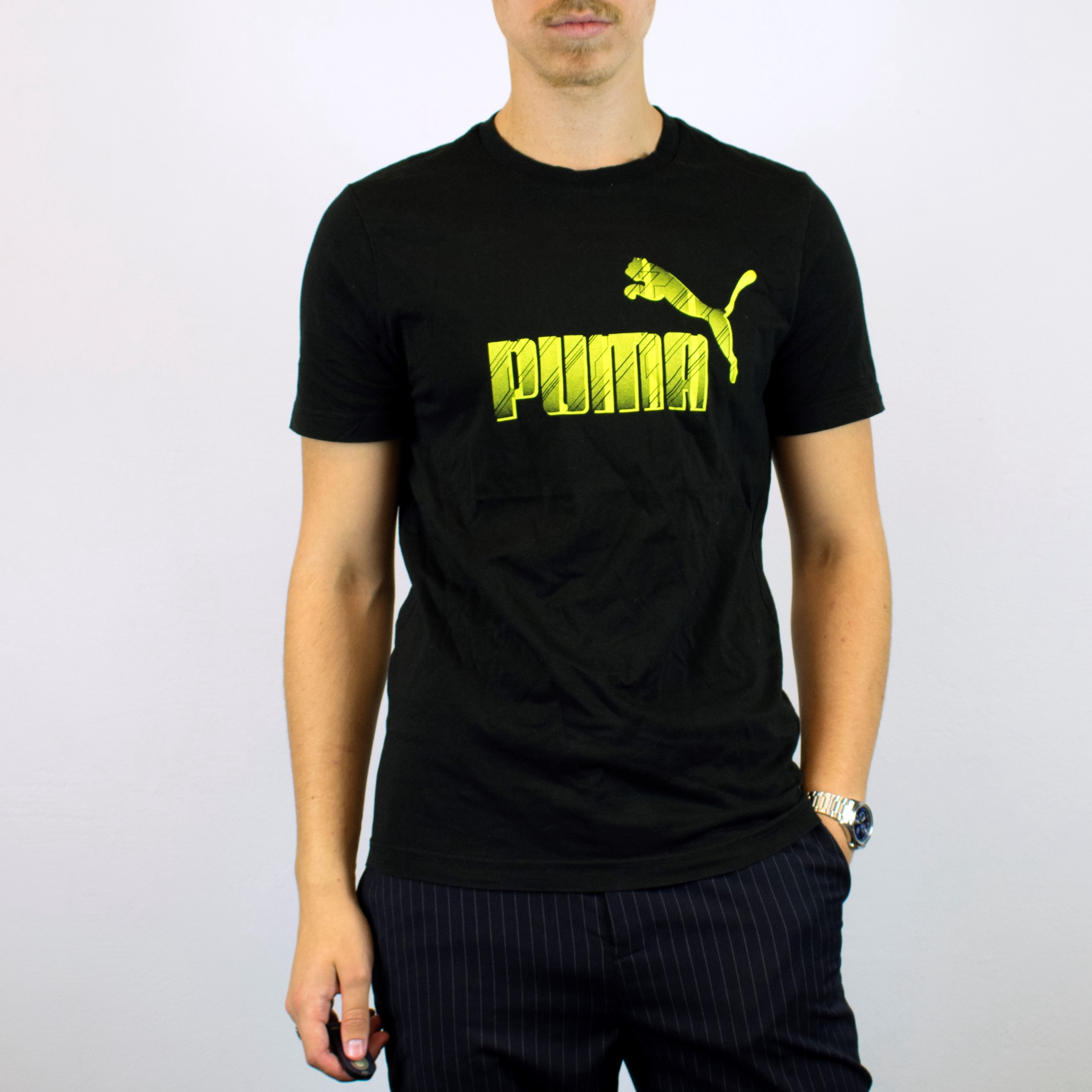 Unisex Vintage Puma t-shirt in black has a big spellout on the front size M/L