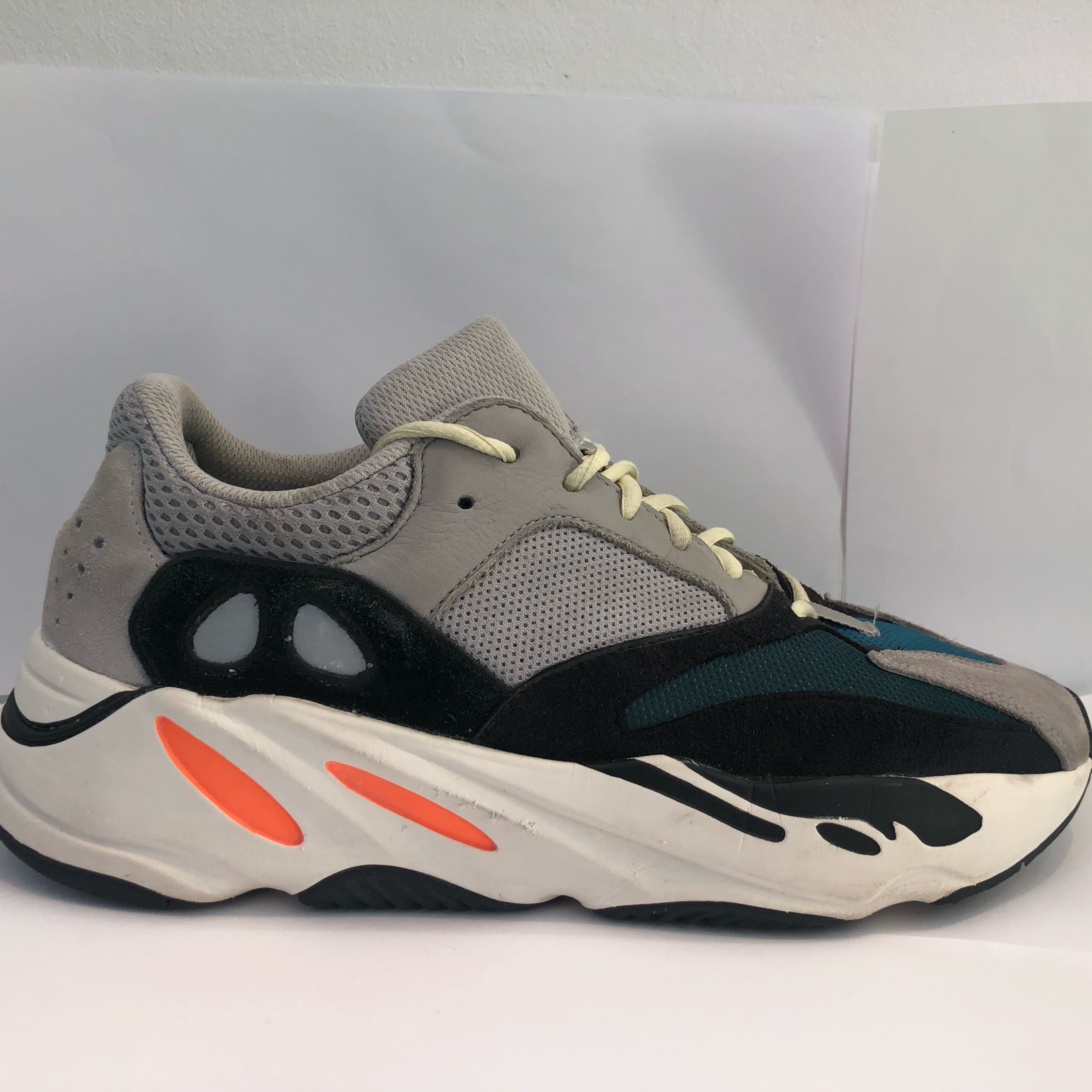 the latest f6825 b6fe4 Adidas Yeezy 700