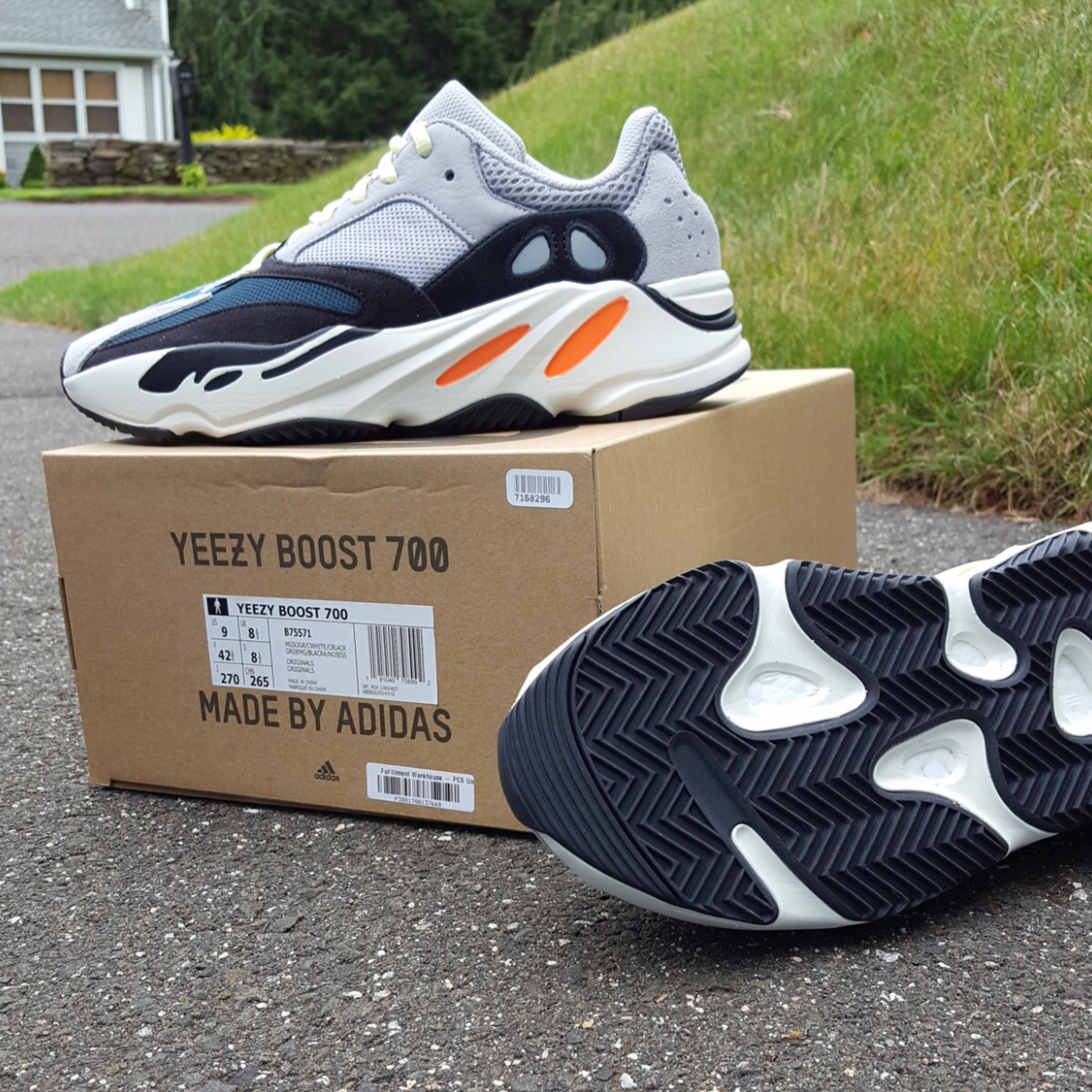 """more photos a6a1c 63089 Yeezy 700 Boost """"Wave Runner"""" Size 9"""
