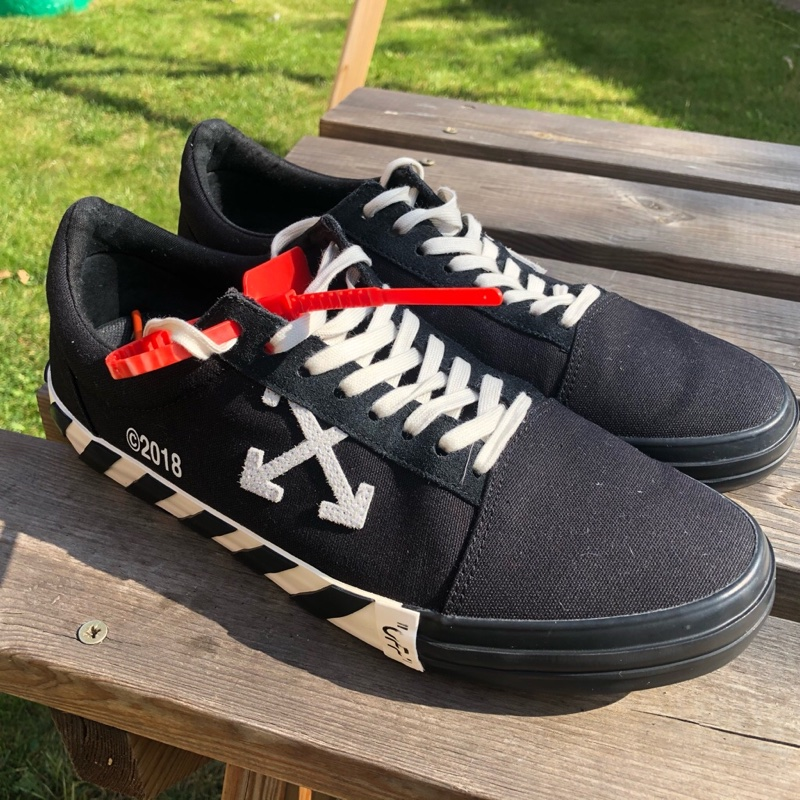 Offwhite Low Vulcanized Sneakers