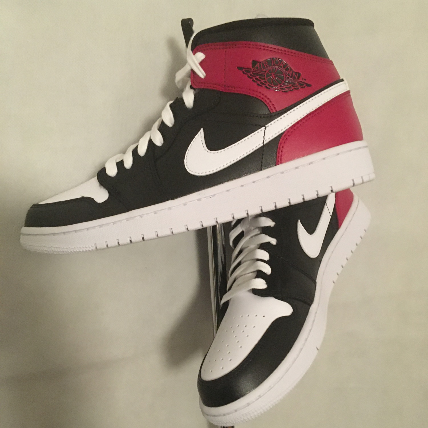 Air Jordan 1Mid Black/White Noble Red