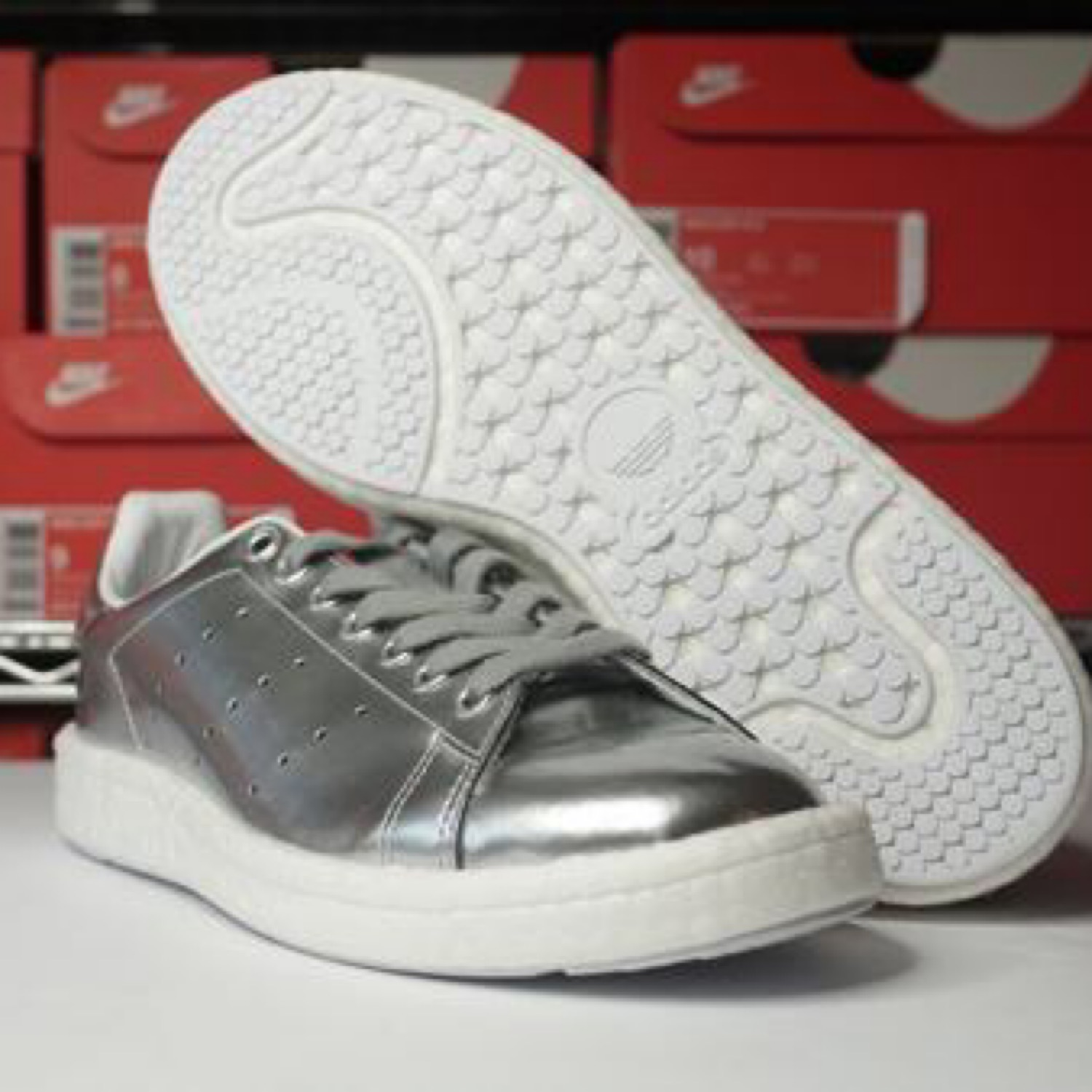 new style d54eb bd9fb Adidas Silver Metallic Stan Smith Size 9