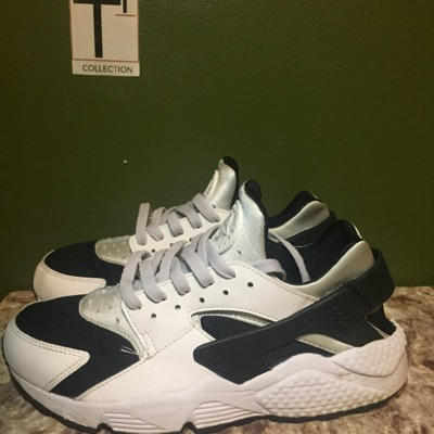 Air Huaraches Black White, 9.5