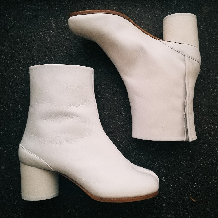 hot sales on feet images of competitive price Maison Margiela Tabi Boots White 36
