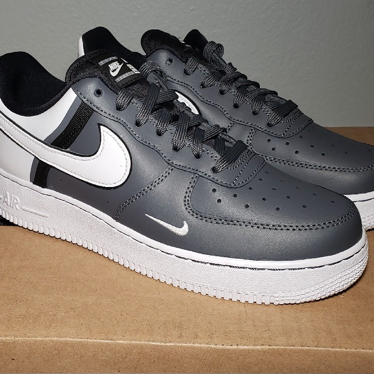 New Unworn Nike Air Force 1 07 Lv8 Sz Mens 7 Womens 8 5
