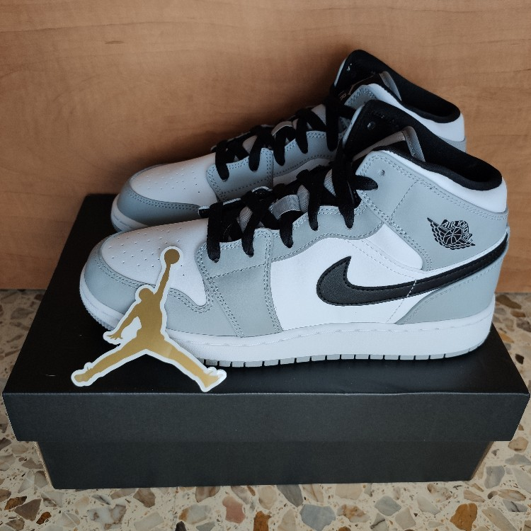 Air Jordan 1 Mid Light Smoke Grey Gs