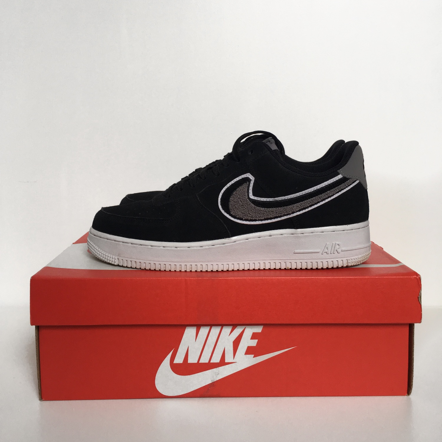 lowest price dfcec 6684f Nike Air Force 1 Chenille Swoosh (Trades Accepted)