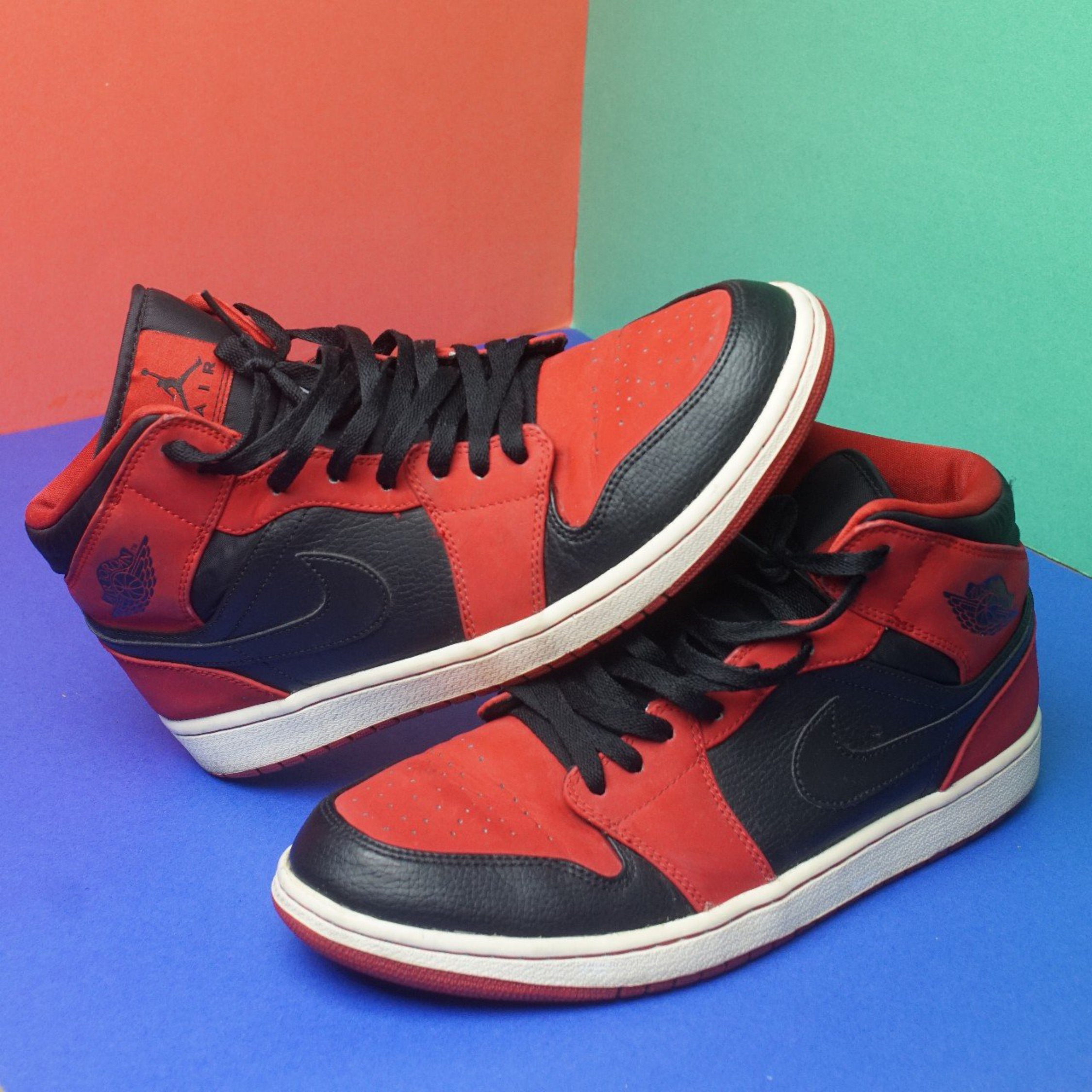 reputable site d8904 44cdd Nike Air Jordan 1 Bred Mid Red Black