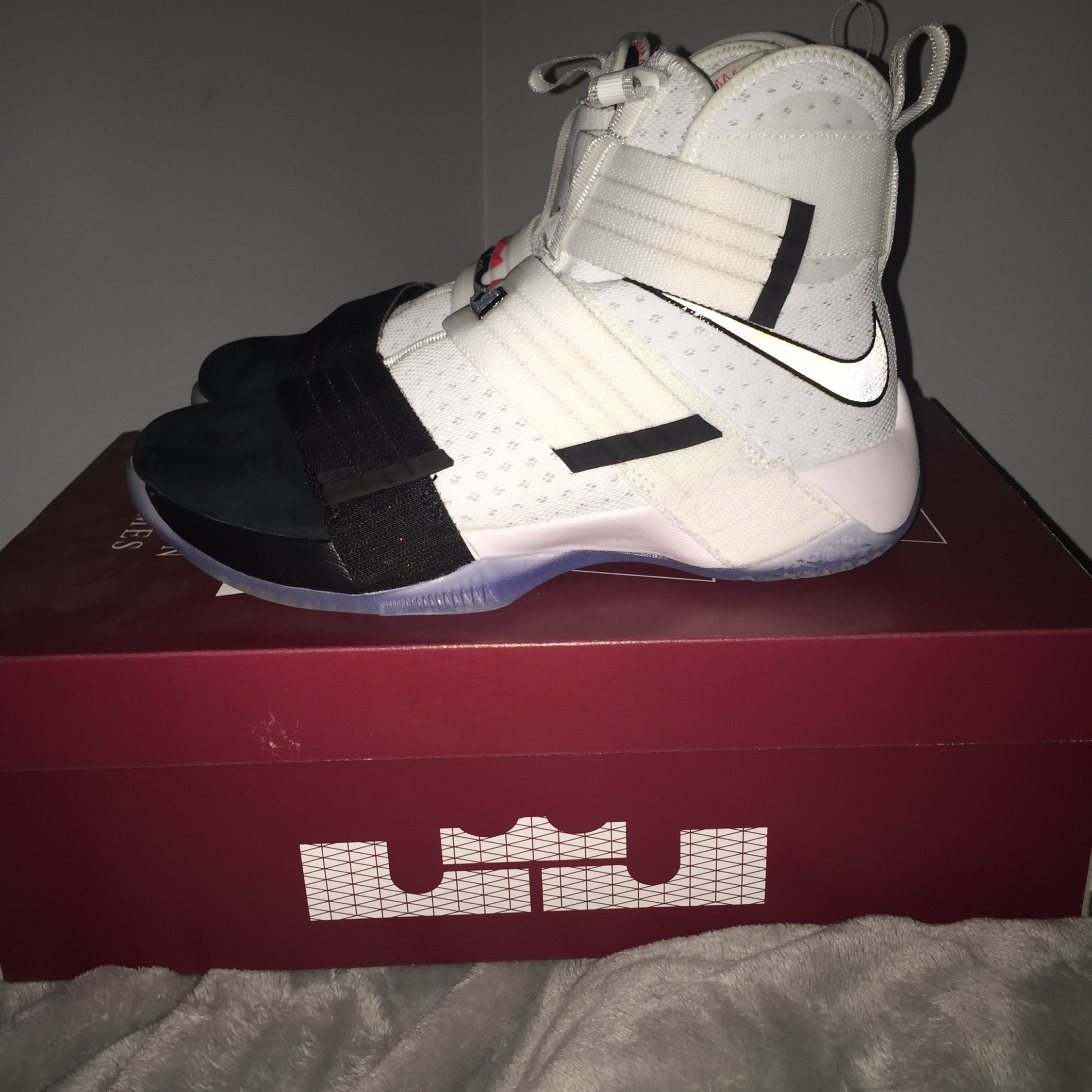 new style 5cc17 5a041 Lebron Soldier 10